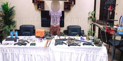 ضبط أحد الأشخاص لقيامه بإدارة ورشة لتصنيع وصيانة الأسلحة النارية بدون ترخيص بالإسكندرية