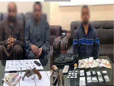 """ضبط ثلاثة أشخاص بسوهاج وبحوزتهم كمية من مخدر """"الشابو"""" بقصد الإتجار"""