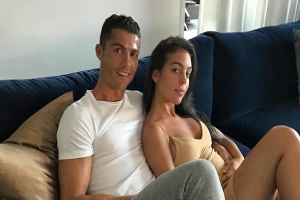 جورجينا لـ صديقها رونالدو: هناك شئ أحبه أكثر منك (صور)