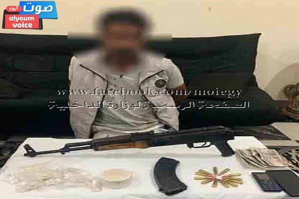 ضبط شخص بالعاشر من رمضان بحوزته سلاح نارى بدون ترخيص وكمية الهيروين