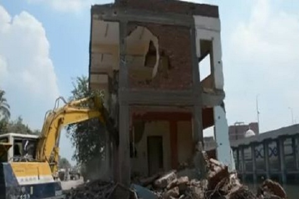 محافظ القليوبية يشهد إزالة 15 مبنى مخالف بكفر شكر على حرم النيل