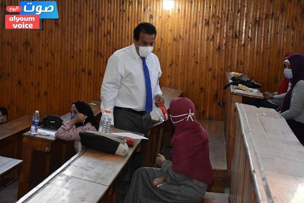 وزير التعليم العالي يتفقد امتحانات الفرق النهائية بتربية عين شمس