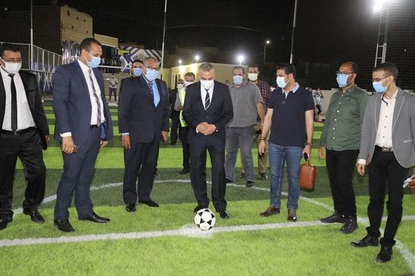محافظ سوهاج يفتتح ورشة ملابس جاهزة وملعب خماسي لكرة القدم بمياه طهطا (صور)