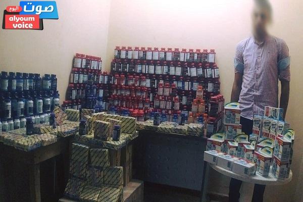 ضبط كمية من المكملات الغذائية والمنشطات مجهولة المصدر وغير مسجلة بالصحة بحوزة شخص بالقاهرة