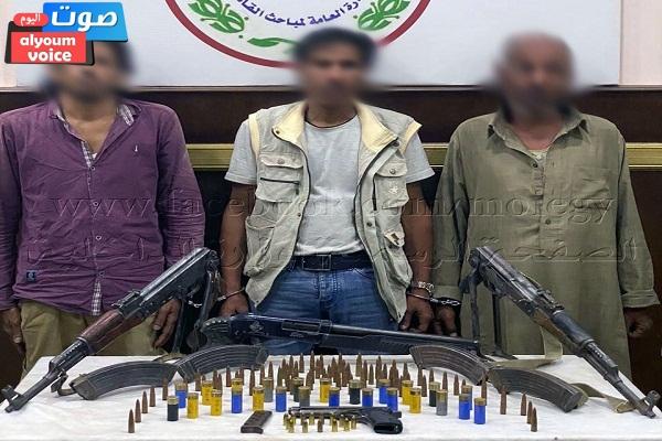 ضبط 4 قطع أسلحة نارية وذخائر بحوزة عناصر تشكيل عصابى بالقاهرة تخصص فى الإتجار بالإسلحة النارية