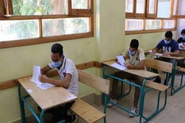 طلاب الدبلومات الفنية يؤدون الامتحان في ثاني أيام الدور الثاني