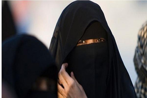 القبض على امرأة في المدينة المنورة تدعي العلاج بالطاقة والصوت