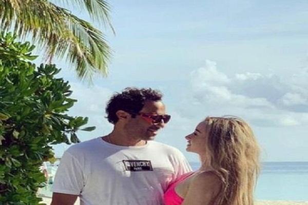 """تهنئة """" أحمد فهمى لـ هنا الزاهد """" احتفالاً بمرور أول عام على زواجهما تثير جدلًا على مواقع التواصل"""