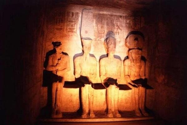 غدًا .. الشمس تتعامد على تمثال رمسيس الثاني في تمام الخامسة و53 دقيقة
