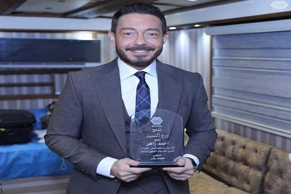 """أحمد زاهر يواصل حصد الجوائز عن """"فتحي البرنس»"""